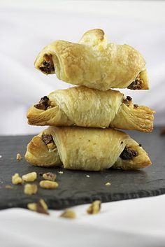 Fig and Goat's Cheese Mini Croissants http://theculinarychase.com/2011/11/fig-and-goats-cheese-mini-croissants/