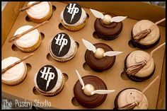 Harry Potter cupcakes - fantastic detail on the wands, snitches and brooms. @Amy Lyons Lyons King