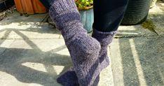 Winwick Mum: Reinforcing heels, soles and toes - free tutorial Knitting Socks, Free Knitting, Stitch Patterns, Knitting Patterns, Knitting Ideas, Foot Socks, Knitted Booties, Socks And Heels, Free Pattern