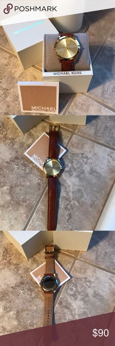 Michael Kors Women's Slim Runway Watch 💕💕💕 Like new MK2465 Slim Runway Watch. Leather band. Gold tone. Champagne dial. Zero scratches. Slim case diameter is 42mm.  Battery is working at present 🌺🌺🌺 Michael Kors Accessories Watches