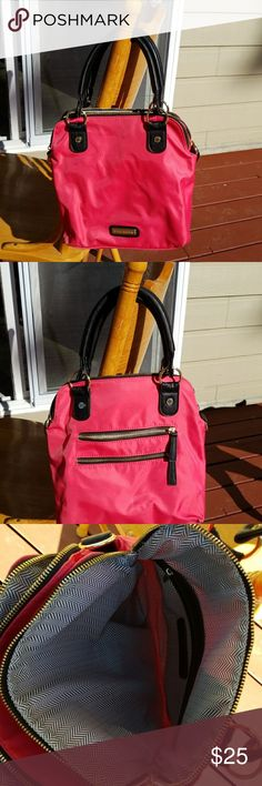 """Steve Madden handbag EUC 11""""×12"""" Salmon pink in color only used for about a month Only 2 light pen marks, not very noticeable, noted in the last 2 pics  Make me an offer via the offer button  NO PayPal NO Trades  Smoke free home  Feel free to ask questions! Steve Madden Bags"""