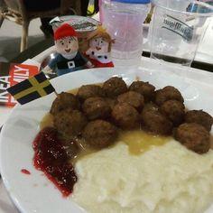 Sábados en #IKEA :) #weekend #finde #plush #softtoys #instafood #albóndigas #meatballs #peluches #pelucheando