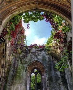 St Dunstan in the East Church Garden | 18 Stunning London Sights That Were Just Made For Instagram
