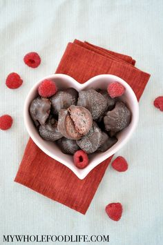 Try these Dark Chocolate Raspberry Truffles for your Valentine. Only 6 simple ingredients and a super cinch to make. Vegan, gluten free and paleo. Gluten Free Sweets, Paleo Dessert, Healthy Sweets, Dessert Recipes, Healthy Snacks, Healthy Eating, Delicious Vegan Recipes, Whole Food Recipes, Delicious Desserts