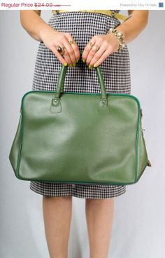 Vintage 70's Avocado Green Tote by JoulesJewels