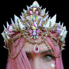crown, mermaid, and fantasy image Festival Trends, Look Festival, Festival Hair, 1 Karat, Ring Armband, Seashell Crown, Seashell Art, Shell Crowns, Mermaid Crown
