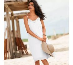 Kreponové šaty s macramé | vyprodej-slevy.cz #vyprodejslevy #vyprodejslecycz #vyprodejslevy_cz #sukne #saty #sleva #akce Straw Bag, White Dress, Dresses, Fashion, Women's Short Dresses, Suspenders, Woman Clothing, Spring Summer, Womens Fashion