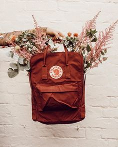 Kanken as a vase? Mochila Kanken, Kanken Backpack, Looks Total Jeans, Urban Outfitters, Vsco, Cute Backpacks, Art Hoe, Cute Bags, School Bags
