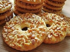 Sand rings with nuts / Culinary Universe Yummy Treats, Delicious Desserts, Yummy Food, Cookie Recipes, Dessert Recipes, Ukrainian Recipes, Cake Ingredients, International Recipes, No Bake Cake