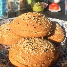 Lata semesterdagar med spontangrillning? Saknar du hamburgarebröd eller korvbröd? Dessa goda rackare utan gluten, mjölk (om du inte äter mjölk för då kan duvälja mejeriprodukter) eller nötter slänger du ihop på ett kick! SNABBA HAMBURGAREBRÖD/KORVBRÖD 5-6 stycken 50 gram kokosolja (eller smör om du äter mjölk) 2 dl kokosgrädde (den feta delen eller Garants variant…
