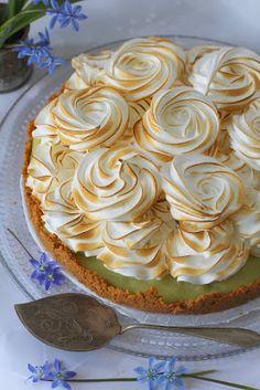 Kakkuviikarin vispailuja!: Raparperi-marenkipiirakka Pie, Desserts, Food, Torte, Tailgate Desserts, Cake, Deserts, Fruit Pie, Eten