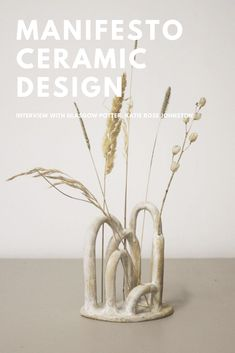 An interview with potter Katie Rose Johnston from M A N I F E S T O. Beautiful ceramic bud vases for dried flower displays. Discover more on Hege in France Scandinavian Interior Design Blog. #potter #minimaldesign #modernsculpture #ceramics