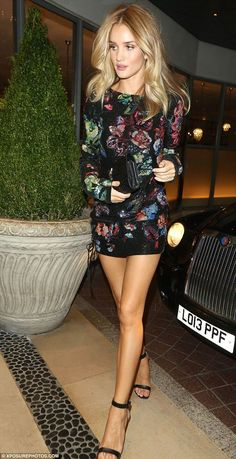 Rosie Huntington-Whiteley puts on a leggy display in a thigh-skimming mini dress as she hits the town Rosie Huntington Whiteley, Rose Huntington, Celebridades Fashion, Look Fashion, Fashion Outfits, Stylish Outfits, Embellished Dress, Sequin Dress, Beautiful Legs