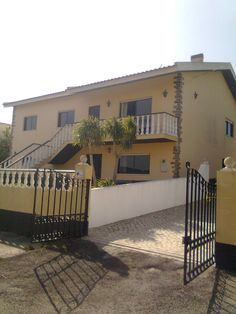 House for sale. Silver Coast Portugal. 4 bedrooms, 3 bathrooms, kitchen, gardenhouse, land 3000 2m.