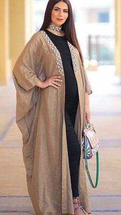 Open abaya Abaya Fashion, Muslim Fashion, Modest Fashion, Fashion Dresses, Mode Abaya, Mode Hijab, Hijab Fashionista, Abaya Designs, Caftan Dress