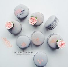 Macaroons Pretty Nectar Stone Desserts Pink and Grey Macaroons Food Styl Pretty Pink Perfect Cute Desserts, Delicious Desserts, Dessert Recipes, Macaron Cookies, Macaron Recipe, Nectar And Stone, French Macaroons, Pink Macaroons, Rosa Rose