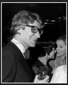 Yves Saint Laurent, Zizi Jeammaire et Edmonde Charles Roux le 22 Février 1974. Soirée Andy Warhol rue de Babylone. Photographie de Philippe Heurtault.