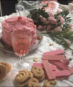 White Wine Lil Peep - Wine And Cheese Wedding - - Wine Tasting Table Pretty Cakes, Cute Cakes, Comida Picnic, Picnic Date, Pink Foods, Cute Desserts, Pink Desserts, All I Ever Wanted, Cafe Food