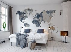 Wall mural wereldkaart Your Own World, Battered Wall bij LIVING-shop webshop