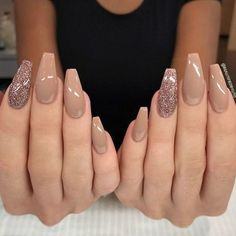 Brown nail designs are of great diversity because they have dominated the market since a long time ago. At present, more than 35 kinds of brown nail designs have a large number of fans all over the world. Light Brown nail design or dark brown nail d Brown Acrylic Nails, Brown Nail Art, Brown Nails, Cute Acrylic Nails, Coffin Nails Glitter, Coffin Acrylics, Classy Nails, Stylish Nails, Trendy Nails