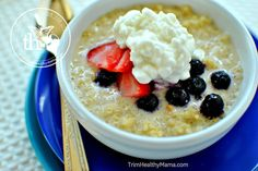 (E) WHEY COOL QUINOA...combine 3/4c cooked and cooled quinoa, pinch sea salt, sweetener to taste, 1/2 tsp cinnamon, 1 scoop whey protein powder...serve with handful of blueberries, dollop LF cottage cheese or 0% greek yogurt
