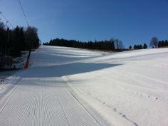 Der Frühling ist nah,  noch ist es aber Perfekt um Ski zu fahren in Zadni Telnice.  #Ski #Snowboard #Erzgebirge #Frühling Snowboard, Winter, Activities, Outdoor, Ski Resorts, Ski, Summer, Nice Asses, Winter Time