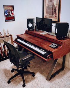 Here's how I built my own dream studio desk Home Recording Studio Setup, Home Studio Setup, Audio Studio, Music Studio Room, Home Music Rooms, Home Office, Audio Room, Small Studio, Piano Desk