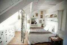 Keltainen talo rannalla: Tyyliä ja rustiikkia / Get started on liberating your interior design at Decoraid (decoraid.com)