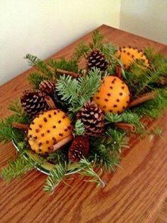 Esta una idea muy fácil y rápida de crear arreglos navideños usando ramas y hojas naturales. Lo ideal es usar ramitas de pino, pero si no p...