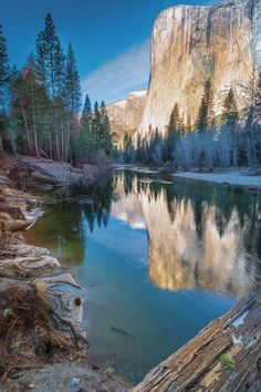 About USA — El Captain - Yosemite National Park - California -...