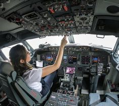 Aviation Fuel, Civil Aviation, Airline Travel, Air Travel, Hong Kong Airlines, Pilot Uniform, Female Pilot, Air Tickets, Cabin Crew