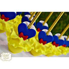 Snow White inspired cake pops