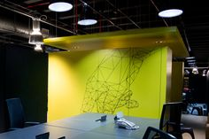Adesivação de móveis e objetos para projetos - Adesivação de armário para escritório da Wayra