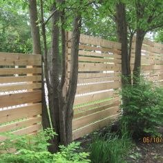 hide chain link fence design idea
