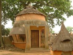 Vodun temple in Ouidah. Vernacular Architecture, Unique Architecture, Cotonou Benin, Temple, All About Africa, West African Countries, Sight & Sound, Spiritual Path, Home Art