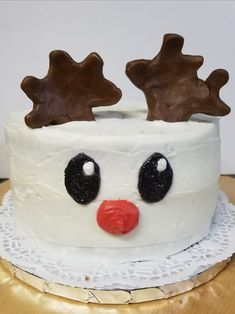 Just look at that sweet Rudolph Cake, too cute to eat!