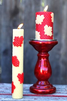 For me, fall is a return to all things cozy. It's a time for warm spices, fluffy scarves, and glowing candles. As the days become shorter and the nights cooler, lighting a few candles is a great way to welcome fall. How about making your own? Creating these simple and natural rolled beeswax candles is [...]