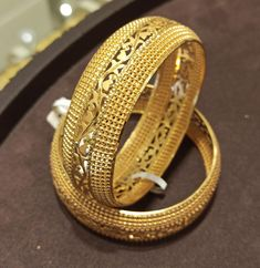 Gold Ring Designs, Gold Bangles Design, Gold Jewellery Design, Gold Jewelry, Royal Jewels, Comforter Sets, Cocktail Rings, Indian Jewelry, Antique Gold