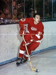 FRANK MAHOVLICH DETROIT RED WINGS NHL HOCKEY 8x10 PHOTO
