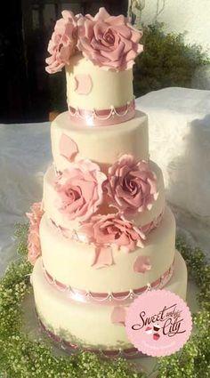 Dusty Rose and Ivory Wedding Cake www.sweetandthecity.com