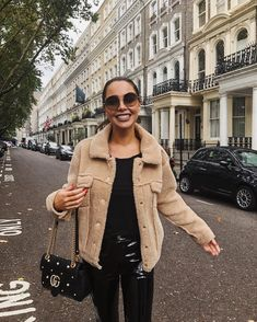 "7,179 mentions J'aime, 313 commentaires - Johanna Emma Olsson (@johannaeolsson) sur Instagram : ""Hugs in my Teddy jacket #london #londonblogger #ootd"""