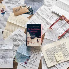"""Briefe! Briefe überall! Im April schickten unsere Lesechallenge Teilnehmer wunderschöne Nachrichten voller Gefühl und Lippenstiftküssen an ihre Lieblinge aus """"Die Ungehörigkeit des Glücks"""" und wir durften uns über tägliche Post freuen! 😀 Freut ihr euch auch immer Briefe in eurem Postkasten? Schreibt ihr vielleicht selbst noch """"richtige"""" Briefe? #lovelybooks #bücher #bookstagram #igreads #lblesechallenge #jennydownham"""