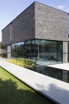 Crisp and modern architecture Architecture Design, Minimal Architecture, Beautiful Architecture, Contemporary Architecture, Brick Building, Building Design, Future House, My House, Open House