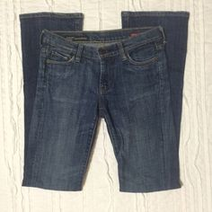 Citizens of Humanity Jeans Great condition Citizens of Humanity jeans in a medium wash. Kelly fit, low rise bootleg which is slimmer in the thigh area. These jeans make the curves look amazing! Citizens of Humanity Jeans Boot Cut
