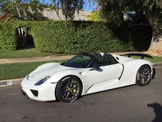 The Porsche 918 Spyder is a Hybrid supercar with a limited production of 918 units that ended in The car is available as a coupe and as roadster. Porsche Rs, Porsche Sports Car, My Dream Car, Dream Cars, Alfa Cars, Convertible, Pretty Cars, Futuristic Cars, Porsche Design