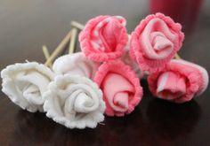 Un lindo regalo para el Baby shower: arreglo de flores con calcetines de bebé. Post de @Carolina Krupinska Llinas