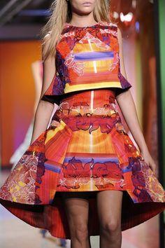+++ Peter Pilotto + Spring Summer 2014 + LFW + RTW +++#origami #OrchidLace #KenPrice #shapes #volume #prints @PeterPilotto #PeterPilotto @isazaalejandro Twitter: @ISAZAfashion / Facebook: ISAZAfashion  #fashion #moda #verano2014 #fashionweek #London #lfw #ss2014 #spring2014 #summer2014 #primavera2014 #runway #SpringSummer2014
