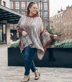Jeans are always a good idea! We show show you how to wear jeans over 40 with guidelines and lots of ideas! Clothes For Women Over 40, Summer Outfits Women Over 40, Fashion For Women Over 40, Date Outfits, Jean Outfits, Spring Outfits, Mature Fashion, Work Fashion, Fashion Outfits