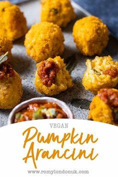 Vegan Christmas, Christmas Recipes, Fall Recipes, Savory Pumpkin Recipes, Vegan Pumpkin, Vegan Party Food, Vegan Snacks, Arancini Recipe Easy, Vegetarian Food