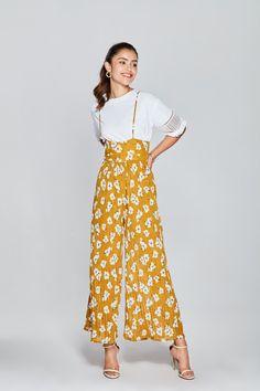 Few Moda Floral Print Pleated Jumpsuit - $100 Ethical Fashion, Slow Fashion, Women's Fashion, Fashion Outfits, Slacks Outfit, Graphic Prints, Floral Prints, Pleated Jumpsuit, Casual Outfits
